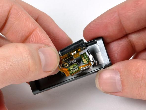 Как разобрать плеер Apple iPod Shuffle 3-го поколения (18)