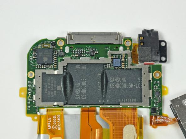 Как разобрать плеер Apple iPod Touch 3-го поколения (19)