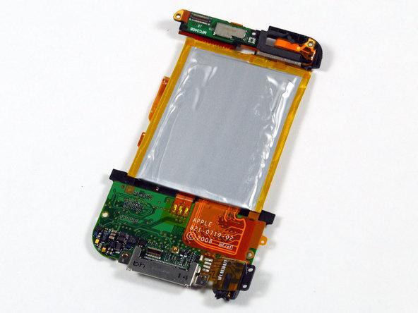 Как разобрать плеер Apple iPod Touch 2-го поколения (13)