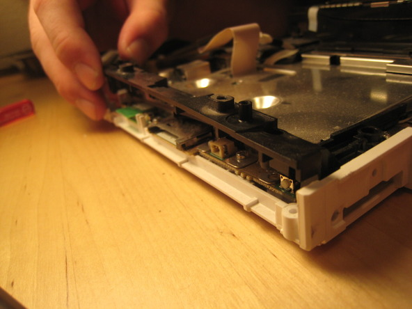 Как разобрать игровую консоль Nintendo Wii (32)