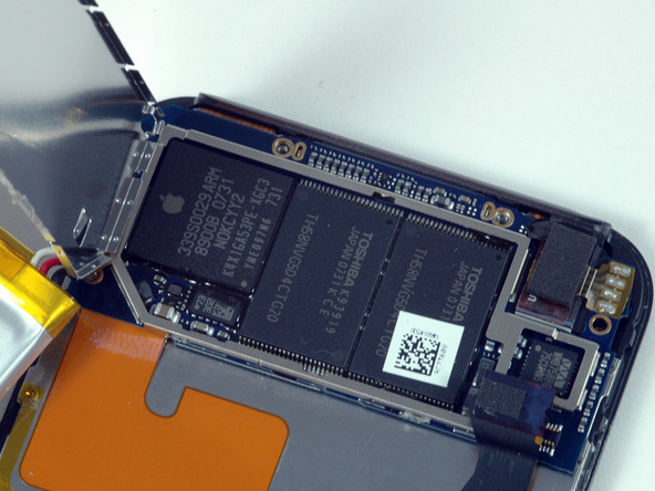 Как разобрать плеер Apple iPod Touch 1-го поколения (13)