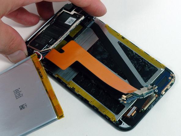 Как разобрать плеер Apple iPod Touch 1-го поколения (14)
