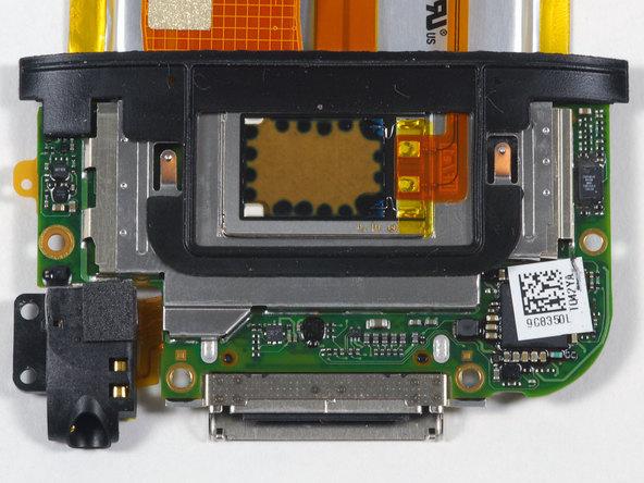 Как разобрать плеер Apple iPod Touch 2-го поколения (15)