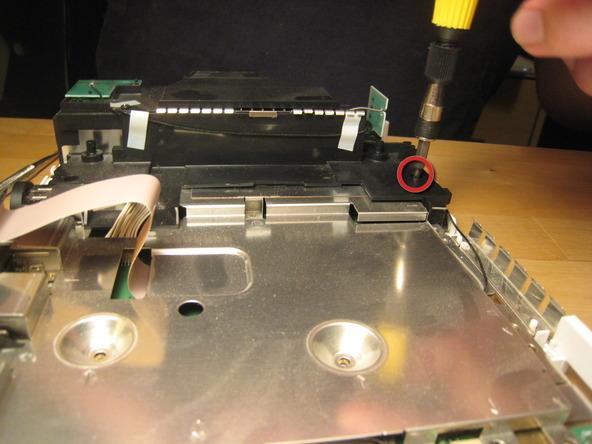 Как разобрать игровую консоль Nintendo Wii (37)