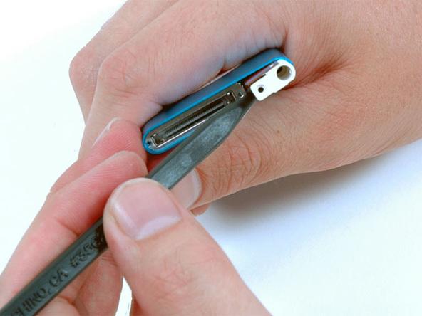 Как разобрать плеер Apple iPod Nano 2-го поколения (16)