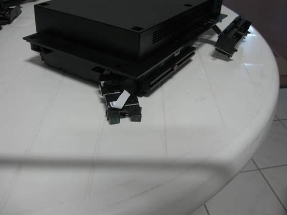 Как разобрать игровую консоль Sony PlayStation 2 (34)