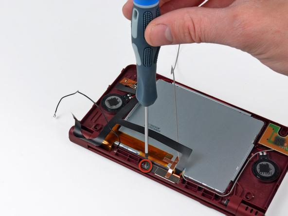 Как разобрать игровую консоль Nintendo DSi XL (24)