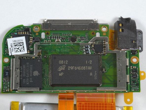 Как разобрать плеер Apple iPod Touch 2-го поколения (17)
