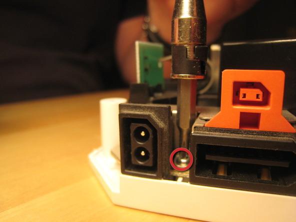 Как разобрать игровую консоль Nintendo Wii (45)