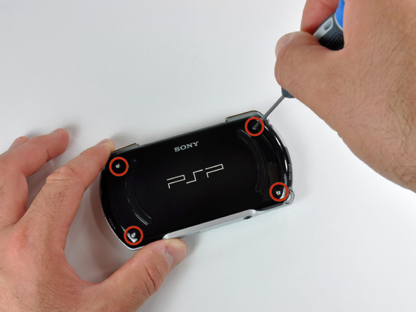 Как разобрать игровую консоль Sony PSP Go (7)