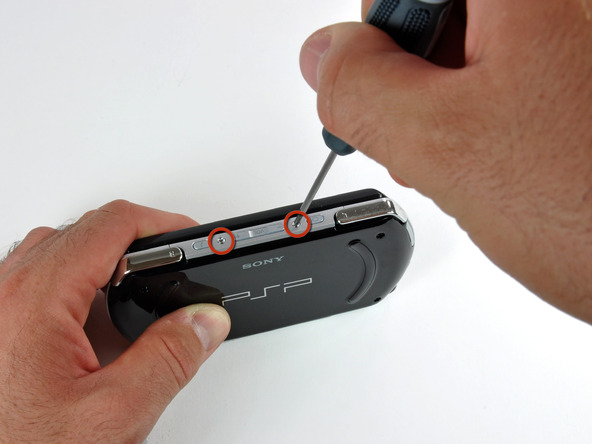 Как разобрать игровую консоль Sony PSP Go (8)