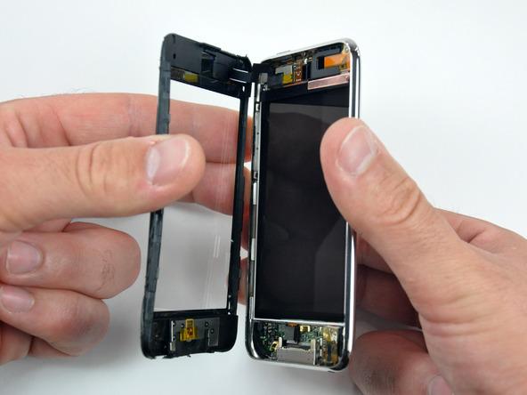 Как разобрать плеер Apple iPod Touch 3-го поколения (5)