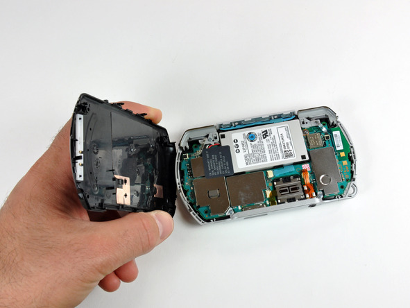 Как разобрать игровую консоль Sony PSP Go (10)