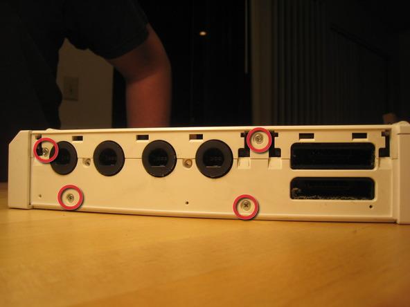 Как разобрать игровую консоль Nintendo Wii (11)