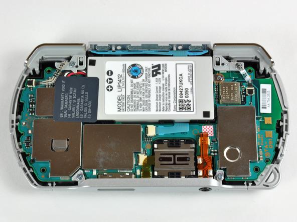 Как разобрать игровую консоль Sony PSP Go (11)