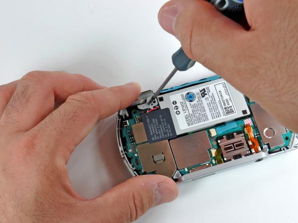 Как разобрать игровую консоль Sony PSP Go (13)