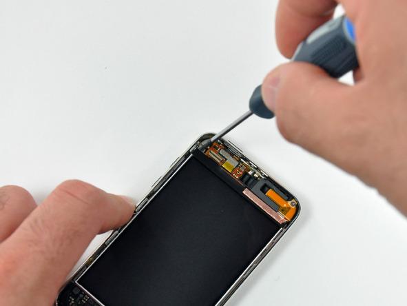 Как разобрать плеер Apple iPod Touch 3-го поколения (8)
