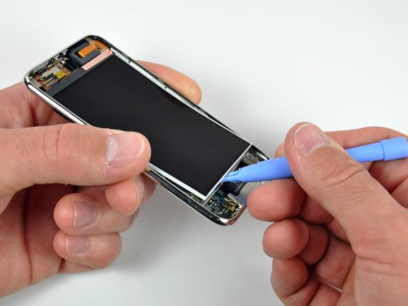 Как разобрать плеер Apple iPod Touch 3-го поколения (9)