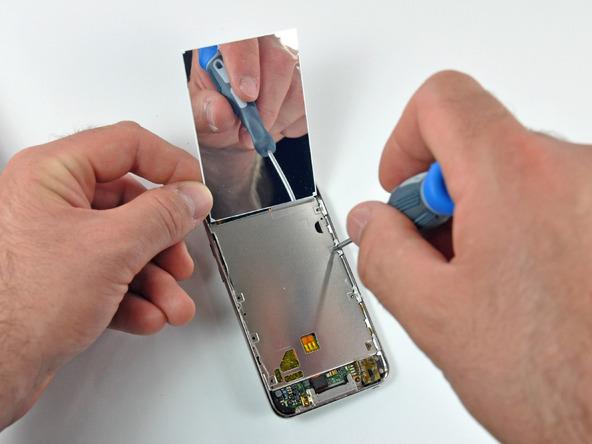 Как разобрать плеер Apple iPod Touch 3-го поколения (10)