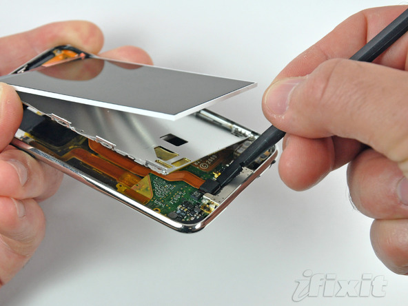 Как разобрать плеер Apple iPod Touch 3-го поколения (11)