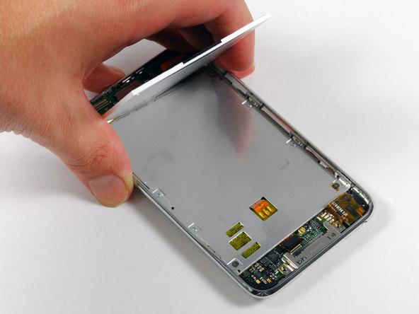 Как разобрать плеер Apple iPod Touch 2-го поколения (7)