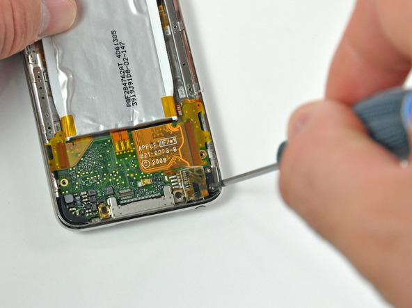 Как разобрать плеер Apple iPod Touch 3-го поколения (13)