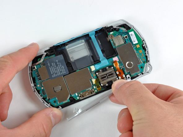 Как разобрать игровую консоль Sony PSP Go (17)