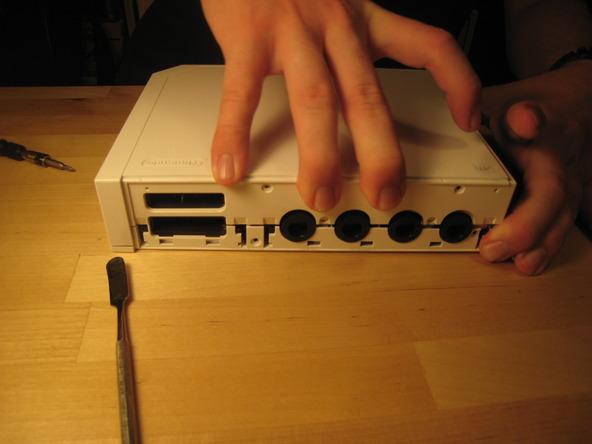 Как разобрать игровую консоль Nintendo Wii (21)