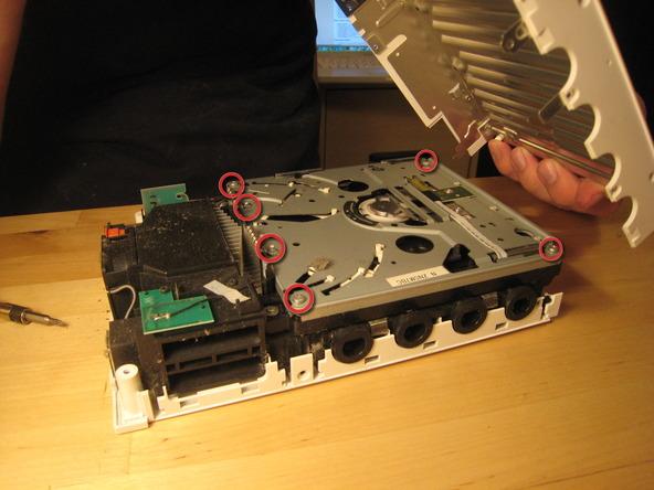 Как разобрать игровую консоль Nintendo Wii (23)