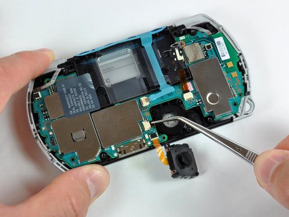 Как разобрать игровую консоль Sony PSP Go (19)