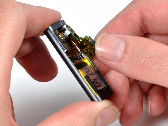 Как разобрать плеер Apple iPod Shuffle 3-го поколения (13)