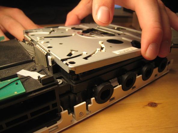 Как разобрать игровую консоль Nintendo Wii (25)