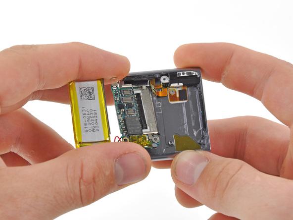 Как разобрать плеер Apple iPod Nano 6-го поколения (20)