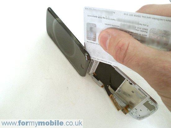 Как разобрать телефон Sony Ericsson T707 (13)