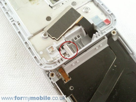 Как разобрать телефон Sony Ericsson T707 (21)