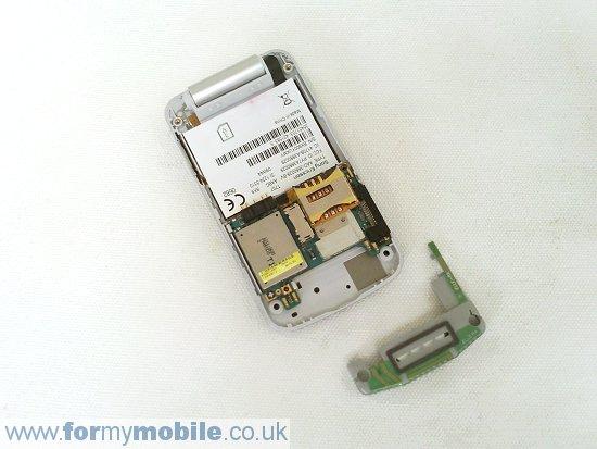 Как разобрать телефон Sony Ericsson T707 (7)