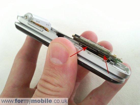 Как разобрать телефон Sony Ericsson T707 (9)