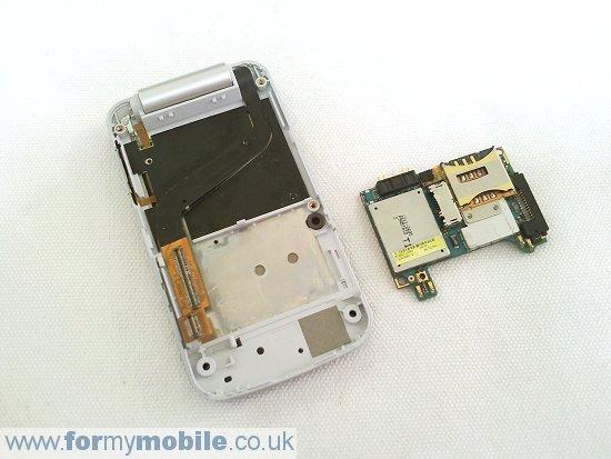 Как разобрать телефон Sony Ericsson T707 (10)