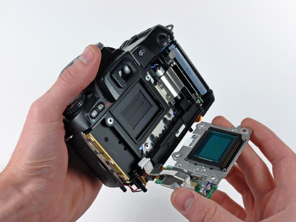 Как разобрать фотоаппарат Nikon D70 для замены различных компонентов (15)