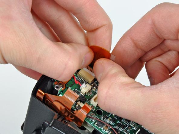 Как разобрать фотоаппарат Nikon D70 для замены различных компонентов (7)
