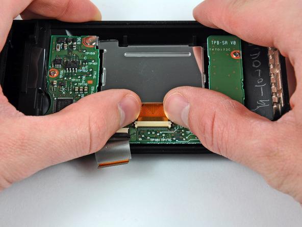 Как разобрать фотоаппарат Nikon D70 для замены различных компонентов (60)