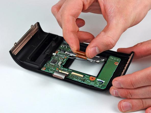 Как разобрать фотоаппарат Nikon D70 для замены различных компонентов (65)