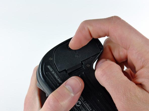 Как разобрать фотоаппарат Nikon D70 для замены различных компонентов (1)
