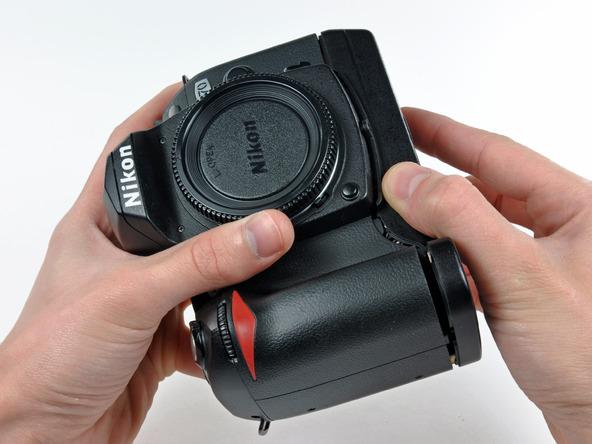 Как разобрать фотоаппарат Nikon D70 для замены различных компонентов (4)
