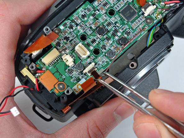 Как разобрать фотоаппарат Nikon D70 для замены различных компонентов (21)