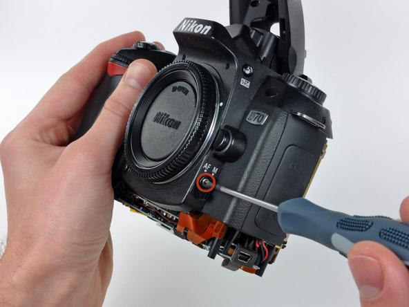 Как разобрать фотоаппарат Nikon D70 для замены различных компонентов (33)