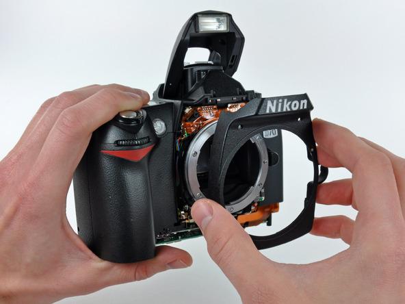 Как разобрать фотоаппарат Nikon D70 для замены различных компонентов (36)