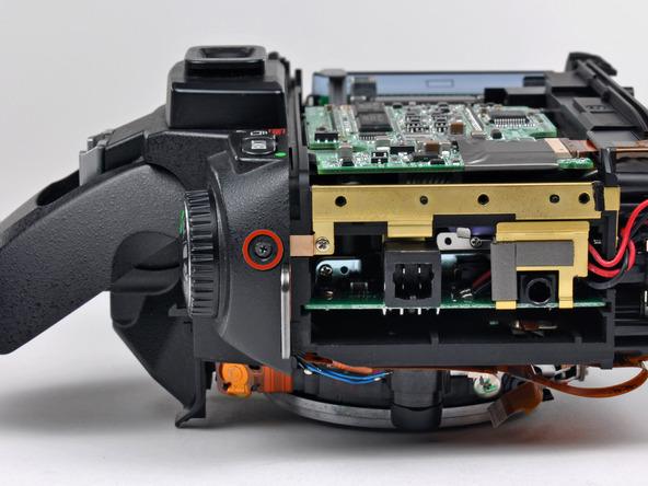 Как разобрать фотоаппарат Nikon D70 для замены различных компонентов (52)