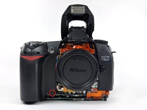 Как разобрать фотоаппарат Nikon D70 для замены различных компонентов (38)