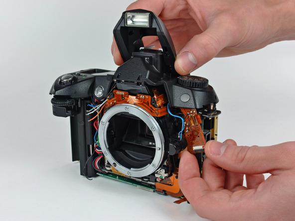 Как разобрать фотоаппарат Nikon D70 для замены различных компонентов (58)